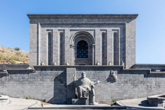 1200px-matenadaran,_ereván,_armenia,_2016-10-03,_dd_22