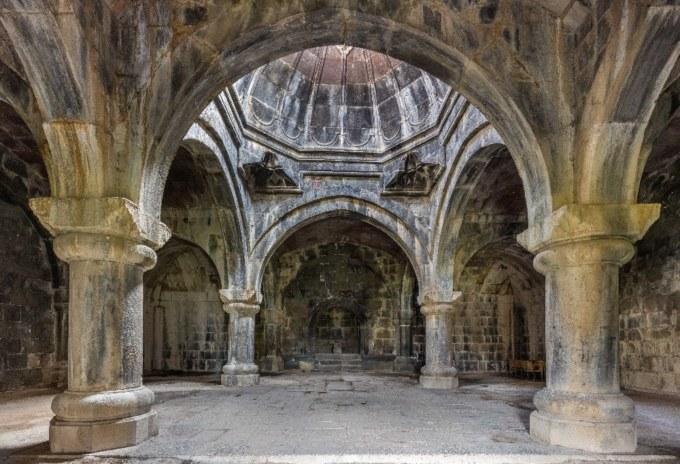 Monasterio_de_Haghpat,_Armenia,_2016-09-30,_DD_12-14_HDR